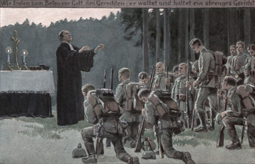 Bildpostkarte aus dem 1.Weltkrieg auf der ein evangelischer Pfarrer bei einem Feldgottesdienst deutsche Soldaten segnet (Farbdruck nach Aquarell von Paul Hey (1867–1952). Bild: akg-images / epd-Bild