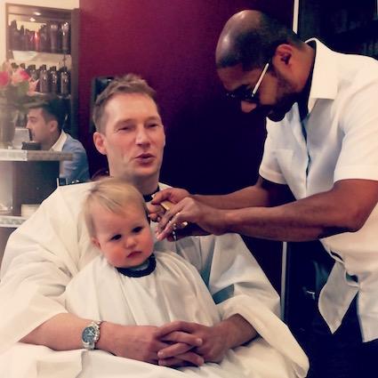 Milo zum ersten Mal beim Barbier